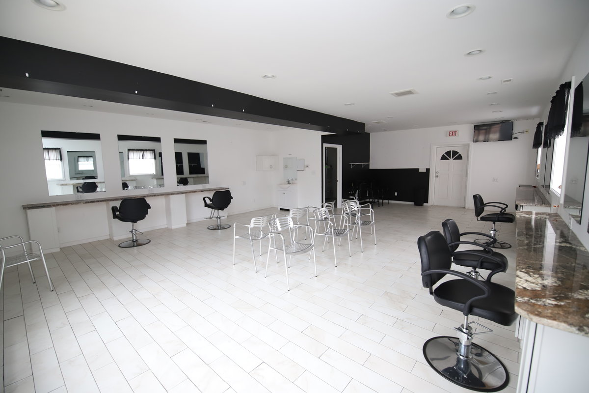 1033 Bardstown - Barber or Nail Salon Space Available